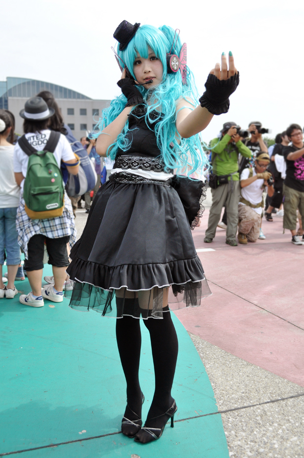 Hatsune Miku cosplayer at Comiket 82