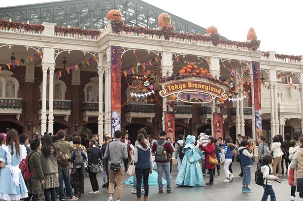 The entrance of Tokyo Disneyland