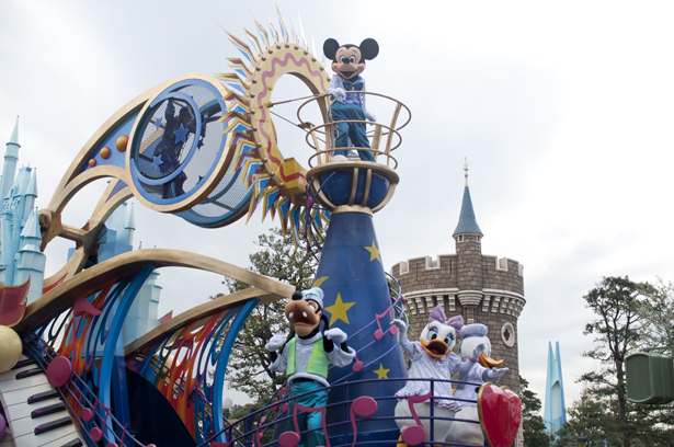 Micky Mouse and other characters in Tokyo Disneyland parade