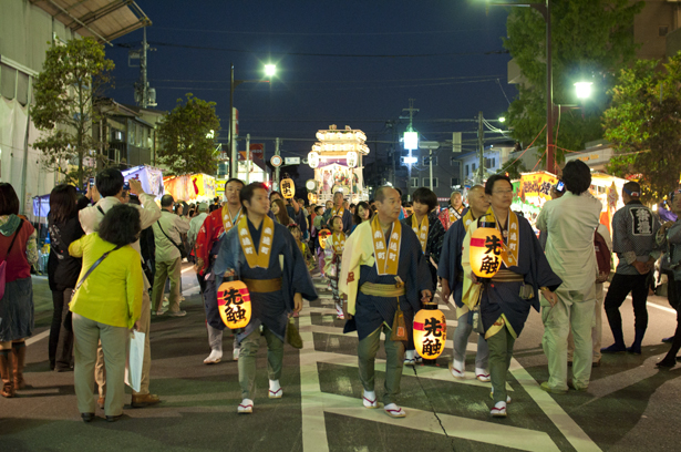 A float is going to the central of Kawagoe Matsuri